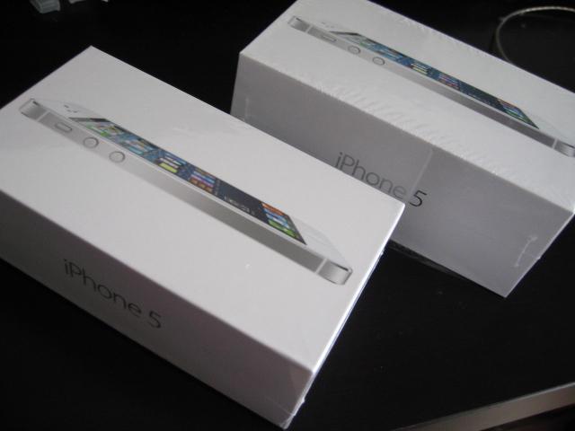 SIMロックフリー香港版iPhone 5とau版iPhone 5の外箱の違い